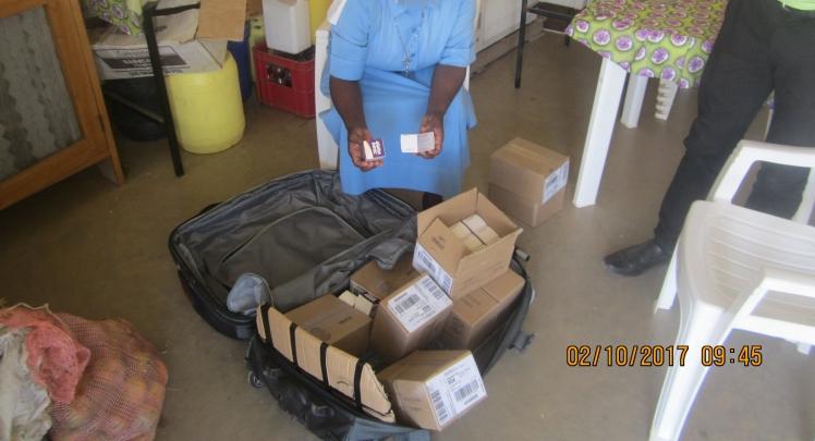 Recepcion en Turkana la donacion DHU para SHUMA