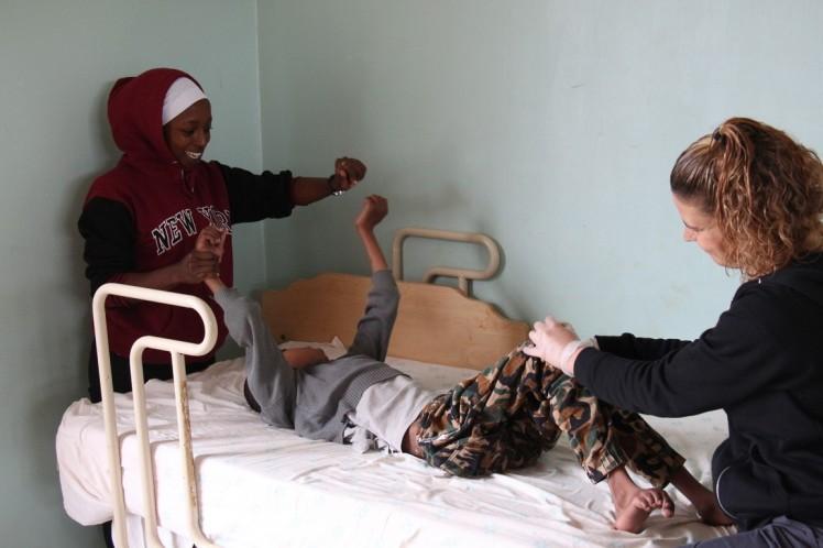 SHUMA trabajando con Fisioterapeuta 1 (Copiar)